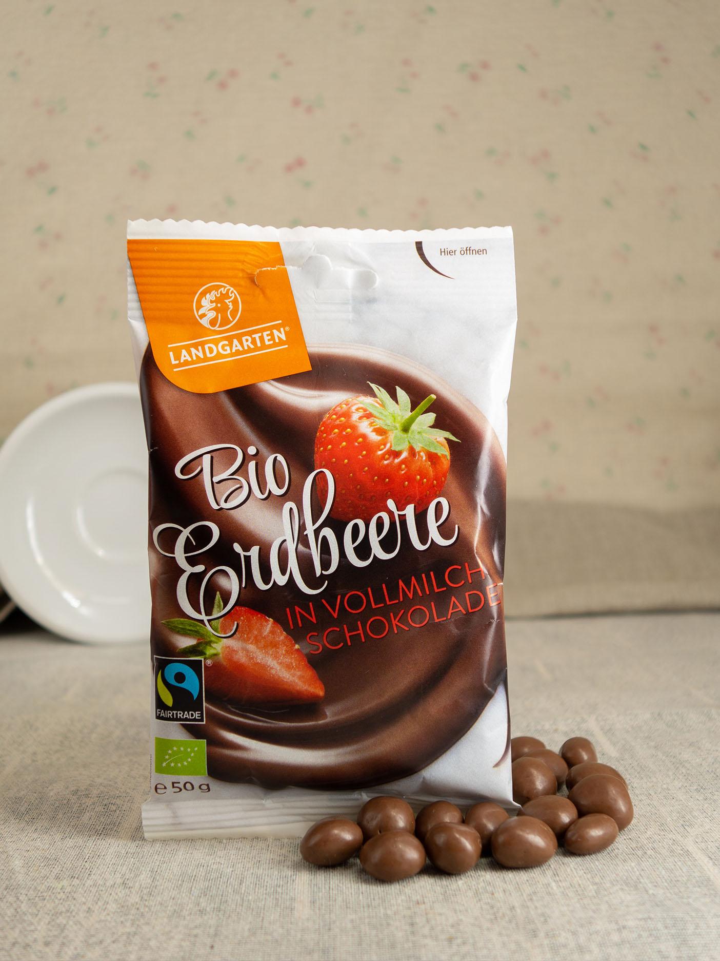 Bio FT Erdbeeren in Vollmilch- und Beeren-Schokolade 50g