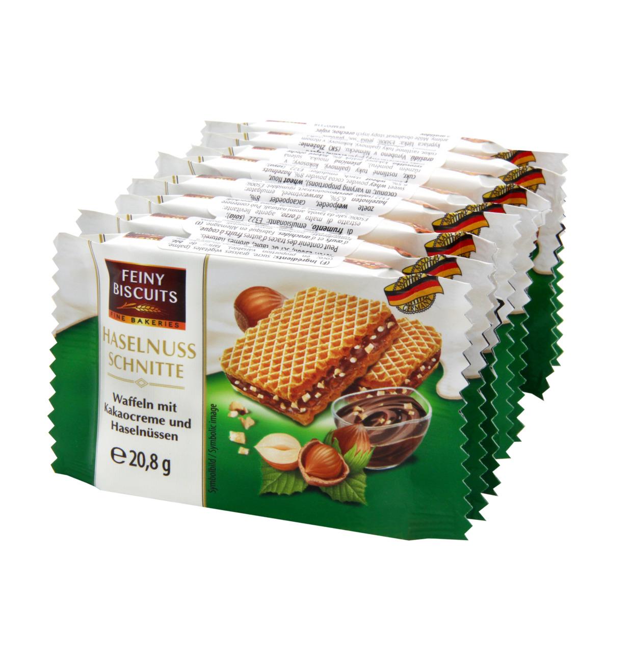 Waffeln mit Kakaocreme und Haselnüssen